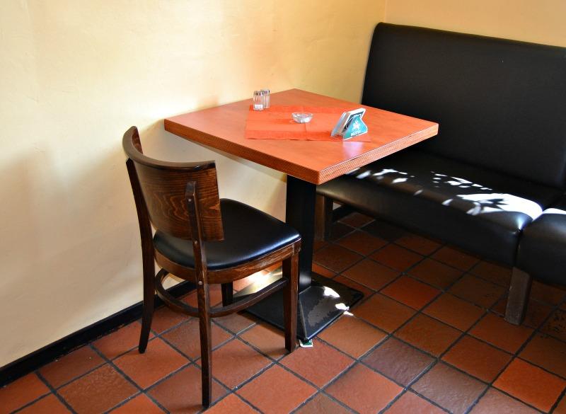 Tisch mit stuhl und bank - Essen tisch mit stuhl ...